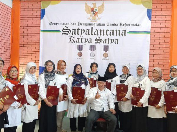 Penghargaan Satya Lencana Guru SMKN 6 Bandung